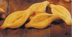 Recette Navettes Provençales Aplatir la pâte à l'aide de vos mains et avec vos doigts arrondir les extrémités et donner la forme d'une barque à votre biscui