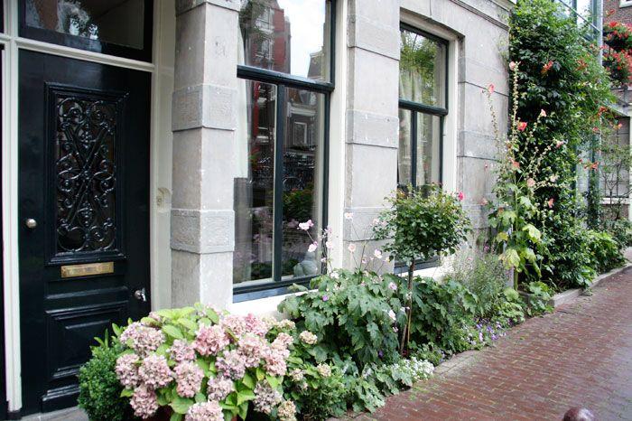 Amsterdam: front house garden