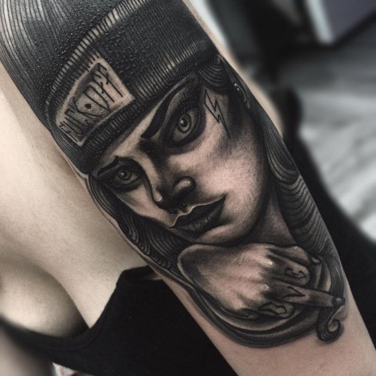 fuck off, girl, expanders, plug, piercing, septum, draw, art, tattoo, snapback, girl tattoo, tattooed, tattoo by edwin basha, turin, dorino, disegno, ragazza tatuata, bianco e nero, ink, shades, cappellino, ragazza, arte, tatuaggio