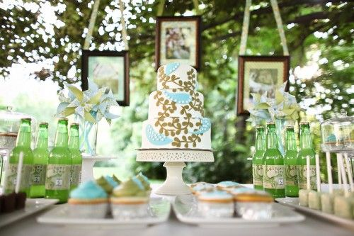 It's hard to find a blue and green wedding cake that doesn't tend to look a little like a circus but this cake goes beautifully in the outdoor setting with a vintage feel.: Dessert Tables, Cake, Fun Recipes, Buffet Tables, Wedding Desserts, Hanging Pictures Frames, Desserts Bar, Parties Ideas, Desserts Tables