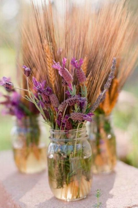 Lavender and Wheat Arrangement: These lavender and amber colors look absolutely gorgeous together. Click through to find more pretty mason jar flower arrangements to try this summer.