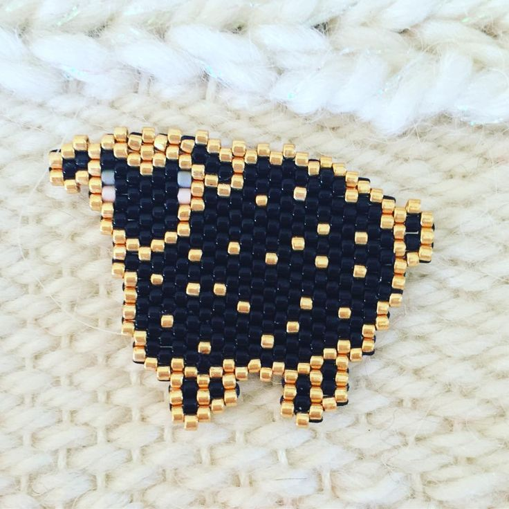 Trop mignon ce mouton , et si ça vous inspire retrouvez tout le matériel nécessaire sur https://la-petite-epicerie.fr/fr/720-perles-miyuki-brickstitch-peyote-acheter-pas-cher