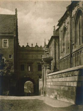 Wawel Katedra :: Jan Bulhak Collection :: Digital Collections :: University at Buffalo Libraries. Click the image to visit the University at Buffalo Libraries Digital Collection and learn more about the photograph. #ublibraries #polishroom #JanBulhak #Poland