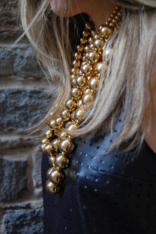 Gold #necklace from Daniel Espinosa Jewelry #streetstyle #fashion