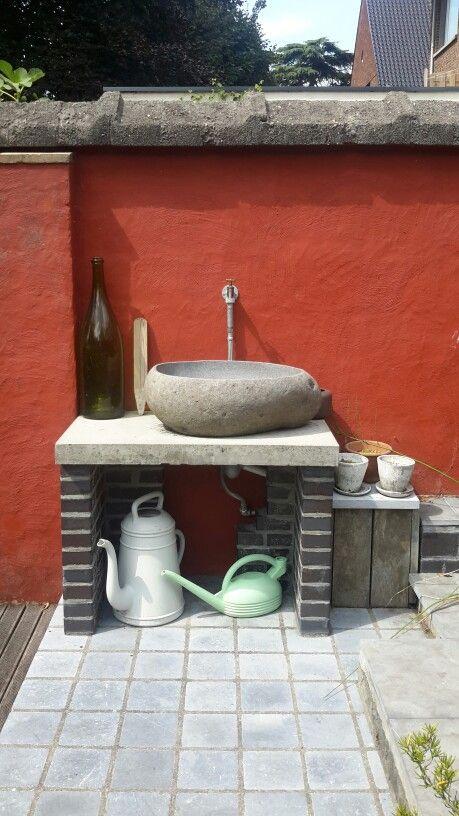 25 beste idee n over tuin gootsteen op pinterest buitentuinwastafel buiten spoelbakken en - Buiten muur kraan decoratieve ...