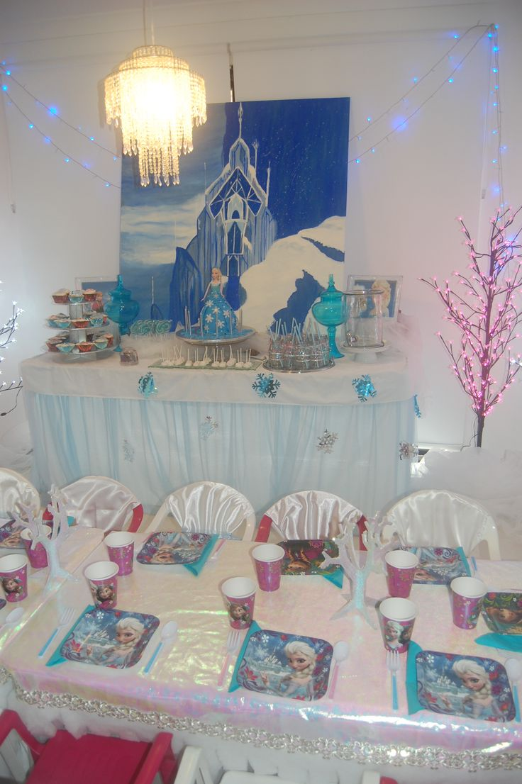 Wish Upon a Party - Frozen Party table and buffet