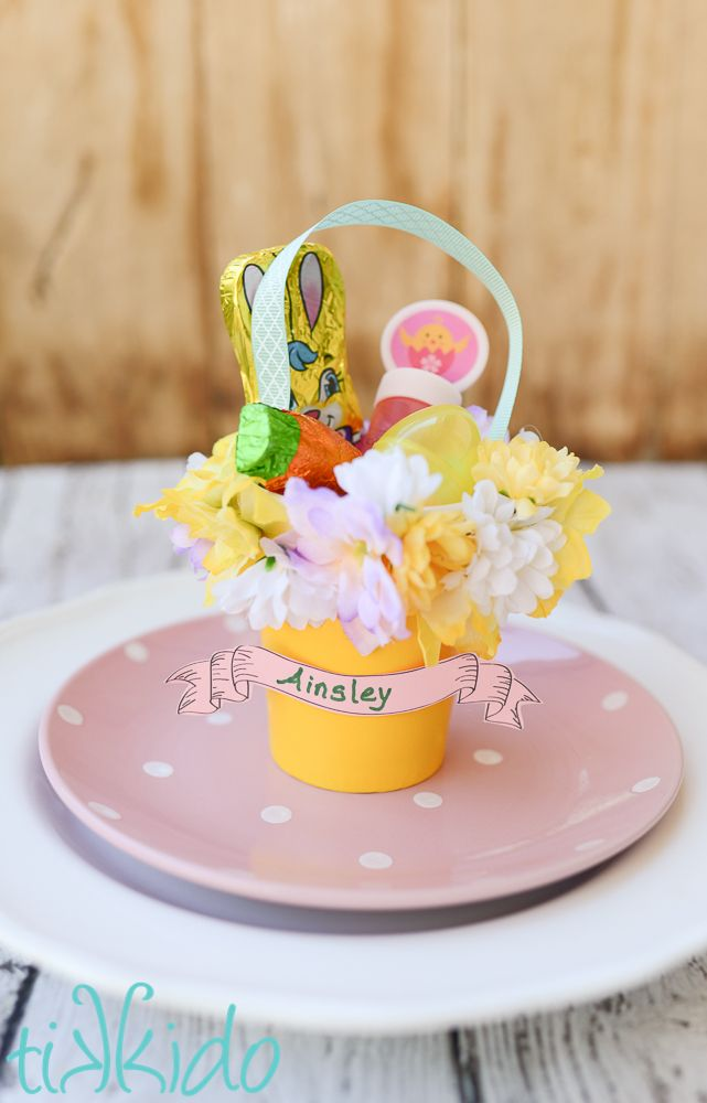 Make these miniature Easter basket place settings using items found at the 99 Cents Only Store.