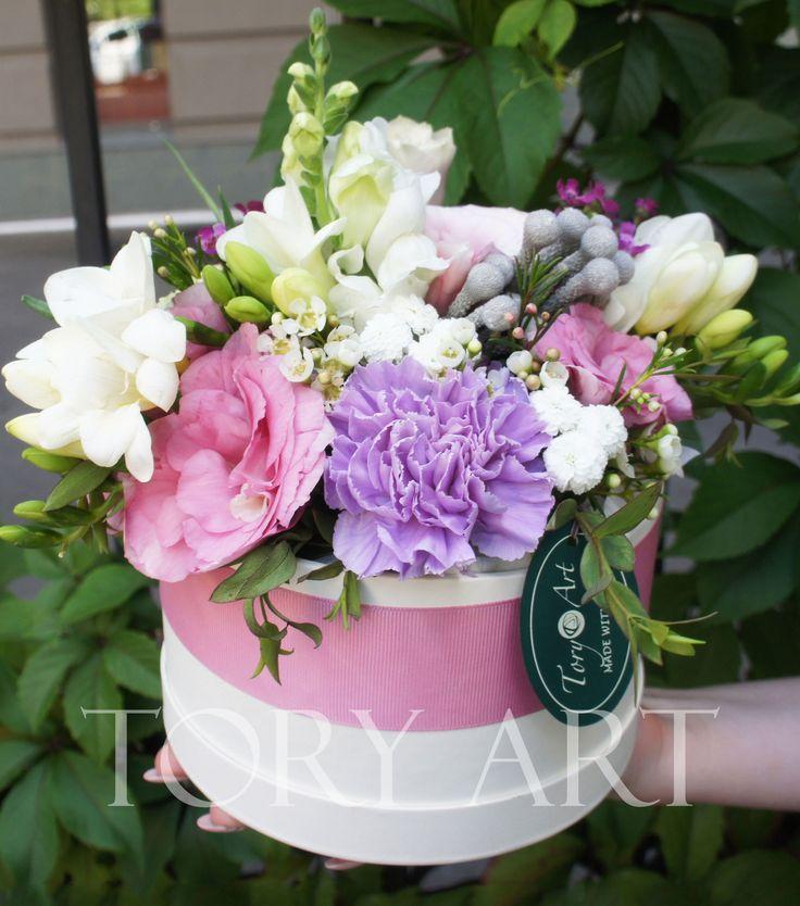"""Цветы в коробке """"Коктейль эмоций"""" #букеткиевдоставка #зказатьбукеткиев #коробкасцветами #корзинасцветами #подарки #цветывподарок #цветывкоробке #букет"""