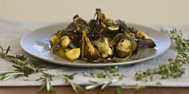 Have you ever tried roasting brussle sprouts? Enjoy a taste of the Mediterranean with this delicious Tuscan roasted vegetables recipe:  #Tuscany #roastveg #glutenfree #diaryfree #sugarfree #vegan #food #UnimedLiving