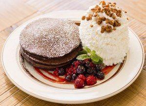 エッグスンシングスにバレンタイン向け「チョコレートミルクパンケーキ」
