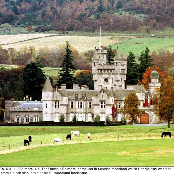 Le château de Balmoral, résidence d'été de la reine Elizabeth II, en mars 2003