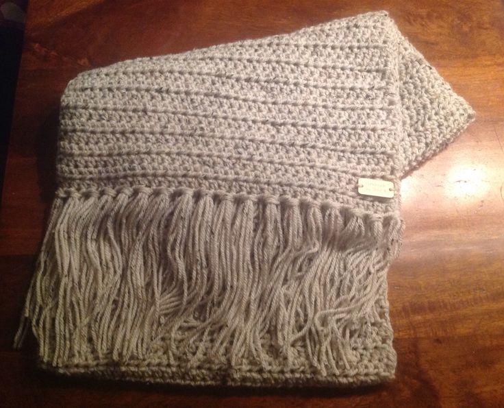 Gehaakte shawl in halve stokjes, 220 cm lang met ruim 4 bollen tweed vd Zeeman op naald 10
