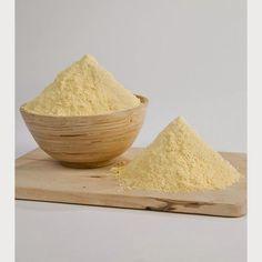 La harina de maíz (avati ku'i) es uno de los ingredientes más utilizados en la gastronomía paraguaya y también uno de los más difíciles de conseguir estando fuera del Paraguay, por ello aquí te mostramos como hacer tu propia harina de maíz, para que lo tengas fresquita y así poder elaborar riquísimos platos típicos.  En Argentina, la harina de maíz es llamada también harina paraguaya, se elabora a partir de granos de maíz blanco, cocido y molido. Anteriormente, en épocas más antiguas se…
