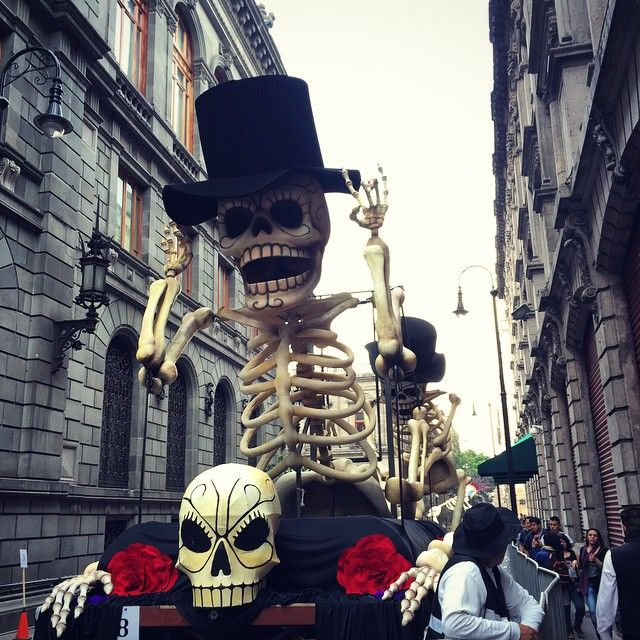 Filming of 007 #Spectre taking place in Mexico City with a Day of the Dead sequence. #mexicocity #DF 32min http://websta.me/p/944482988195263482_6554555