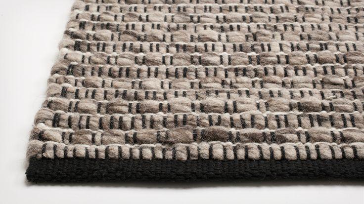husky rug detail