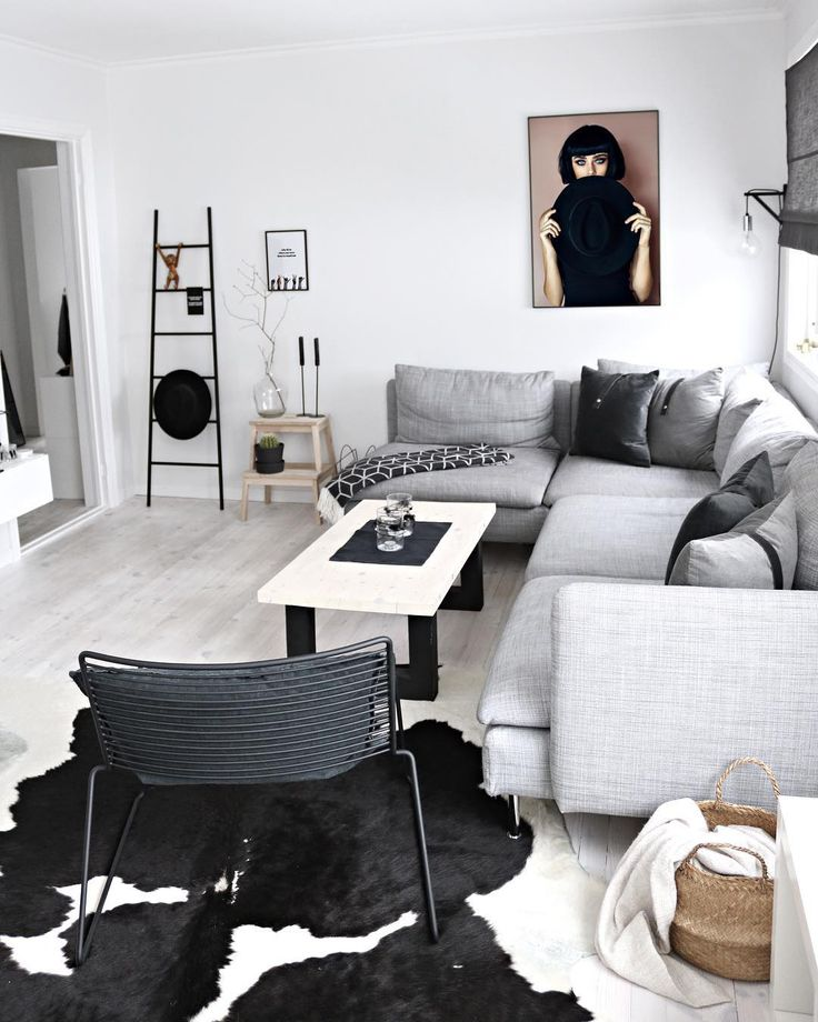 Wall art makes me happy🙃  Creative living 4 lyfe🙌🏼 Posters by www.peopleoftomorrow.no  _  #poftArt #wallcandy #wallart #wallartdecor #livingroom #interior #whiteinterior #whiteliving #creativeliving #nordichome #nordicinterior #scandinavianhome #scandinavianinterior #poster #artprint #posterart #design #graphicart #artwork