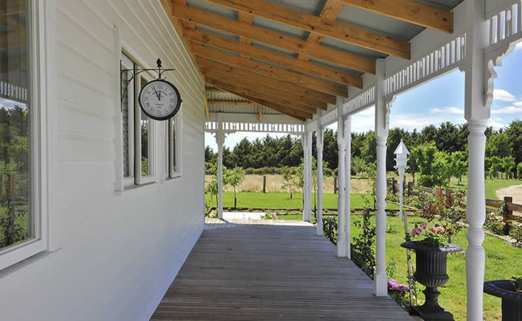 Our photo gallery shows our beautiful harkaway homes for Homes with verandahs all around
