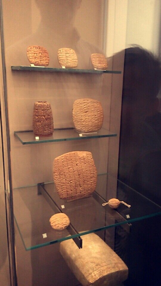 5000 years old assyrian texts