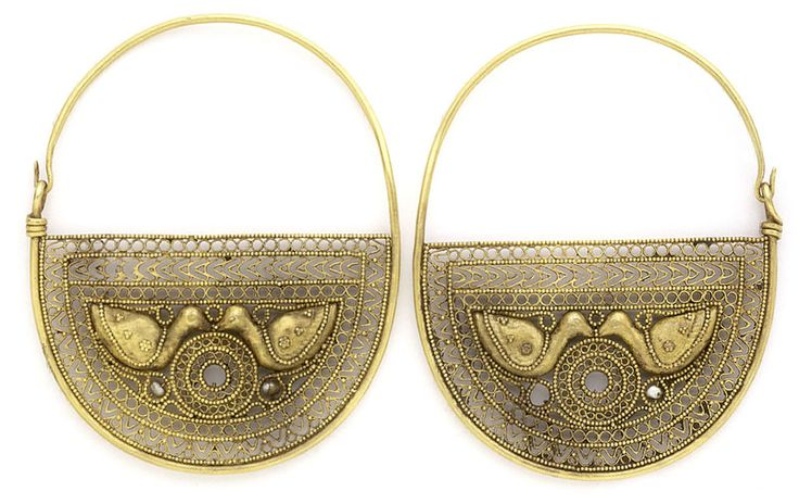 Pair of Earrings with Birds, Egypt or Syria, 7th- 8th century, Gold wire, granulation, cast details, pearls, Each 6.6 cm, Benaki Museum, Athens