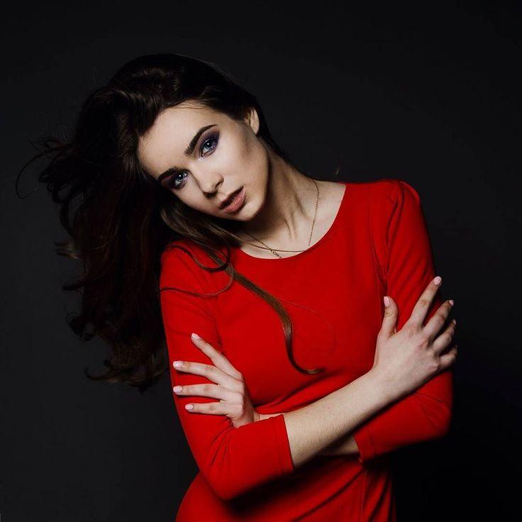 http://www.youtube.com/channel/UCqEqHuax3qm6eGA6K06_MmQ?sub_confirmation=1 Дерзкий и манящий смоки)Запись на съемки 8926 700 24 34.Фото от @anastasya_monro #визажистмосква #стилист #макияж #smokyeyes #makeup #maccosmetics by alena__rey