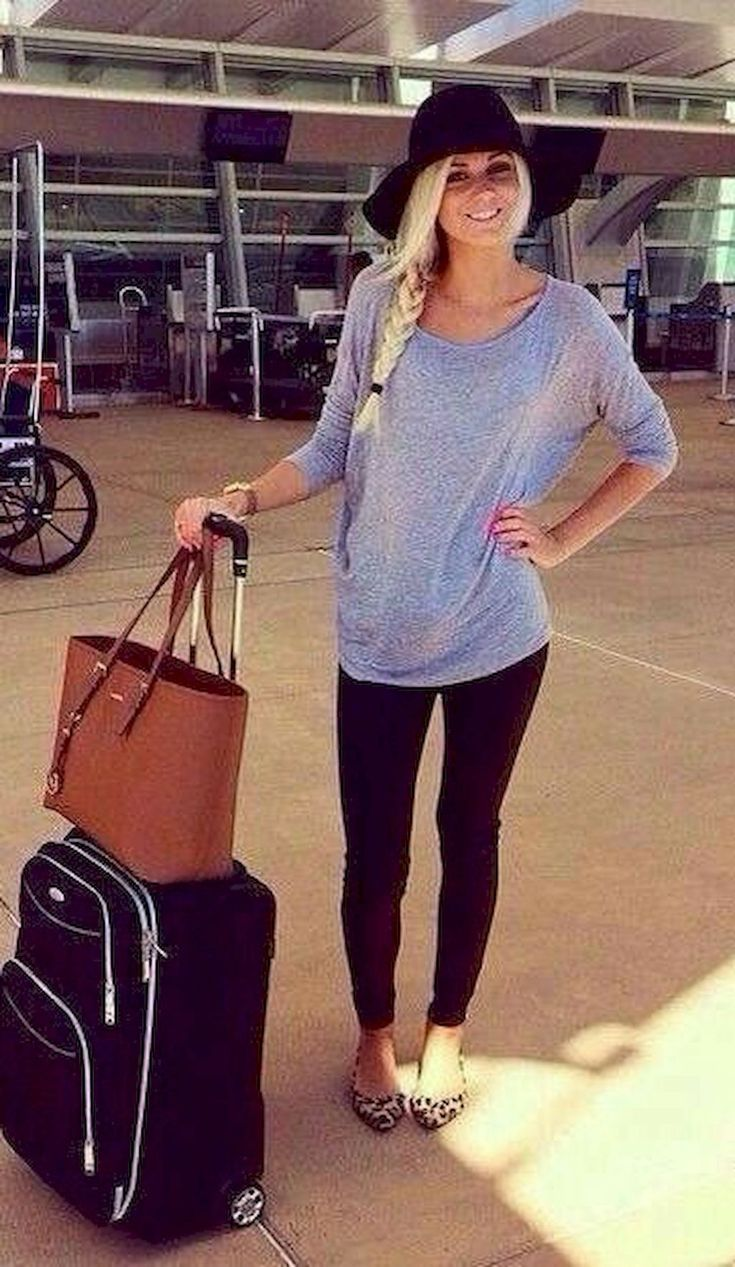 Adorable 85+ Comfy Airplane Outfits Ideas for Women https://bitecloth.com/2017/12/31/85-comfy-airplane-outfits-ideas-women/