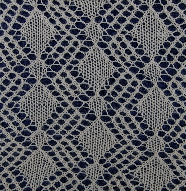 68 Best images about Lace Stitches on Pinterest Lace knitting stitches, Kni...