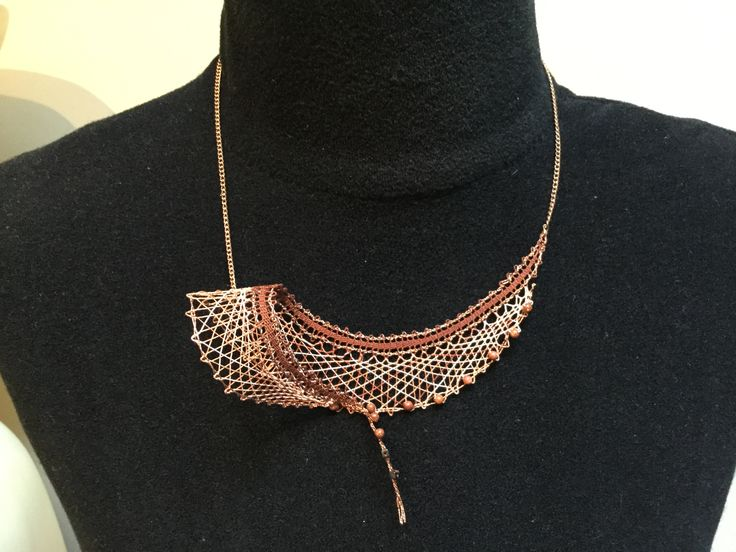 Handmade lace jewel with small pearls