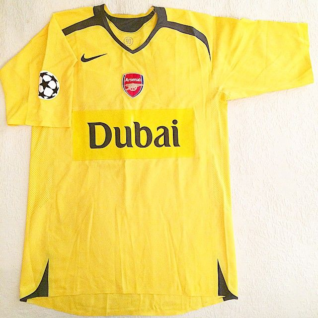 See this one-off Alexander Hleb's match shirt and much more at Sportsmania Sports Memorabilia exhibition!