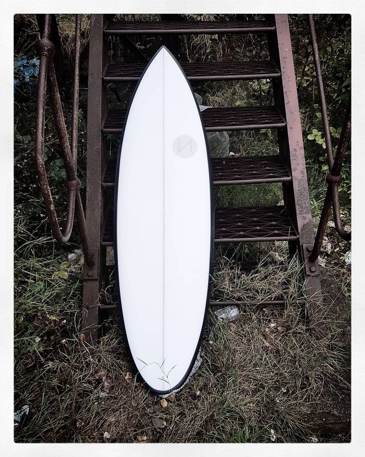 Winter's here you need one of these in your life to help you with the winter swells that are coming! You can't have this one though it's taken. #visionary #custommade #plonky #shortboard #surfboard #madetoorder #bespoke http://ift.tt/19MEsb6 http://ift.tt/1v0LElc
