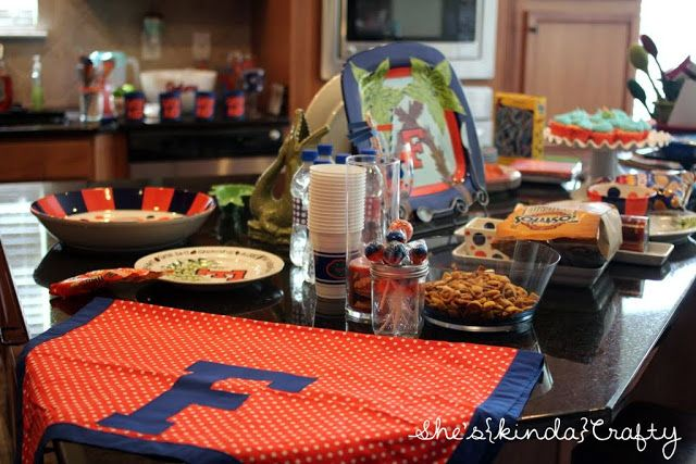 Loving this Homegate party - A ton of great ideas that you can repurpose for your own team! #HomegateFever #tailgate #homegate #football #party