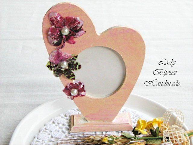 Cuore portafoto da tavolo decorato con orchidee di Lady Bijoux Handmade su DaWanda.com