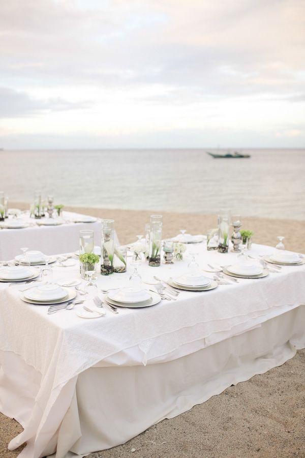 Simple Beach Wedding Table Setup | Photo: Team Benitez Photo