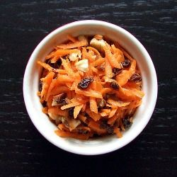A light and refreshing carrot raisin salad with only five ingredients. Gluten-free and vegan.