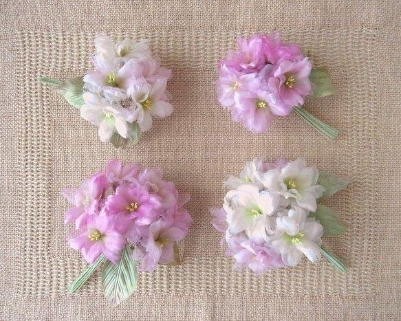 シルクヌメが放つ優しい光沢の中にシルクオーガンジーの花びらが 楚々として八重の桜が豊かに咲いています。スィートピンクの桜が とってもスィート。和・洋 どちらで...|ハンドメイド、手作り、手仕事品の通販・販売・購入ならCreema。