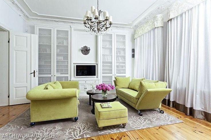 Kino domowe w salonie: duży telewizor czy projektor? Wady i zalety!