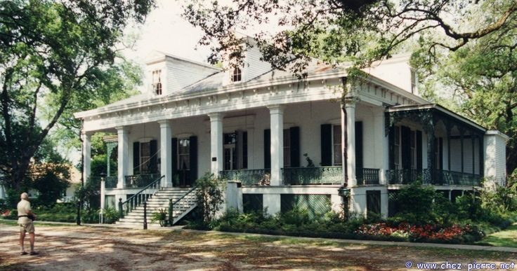 Tezcuco Plantation Home in Louisiana. Love the raised cottage with porches. Unfortunately it burned down in 2002.