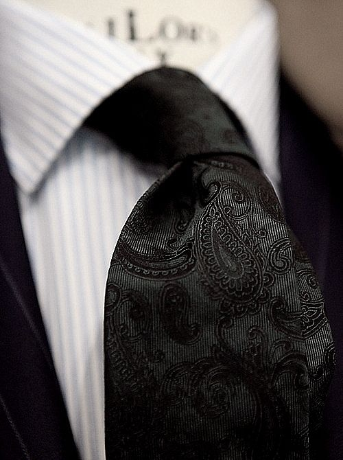 paisley pattern tie black.
