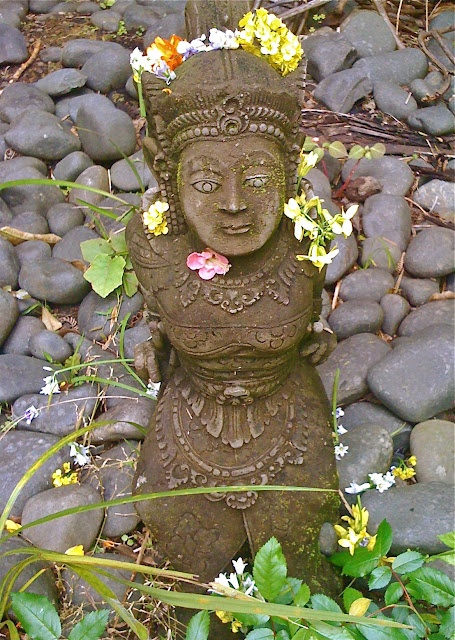 Balinese statue with flowers