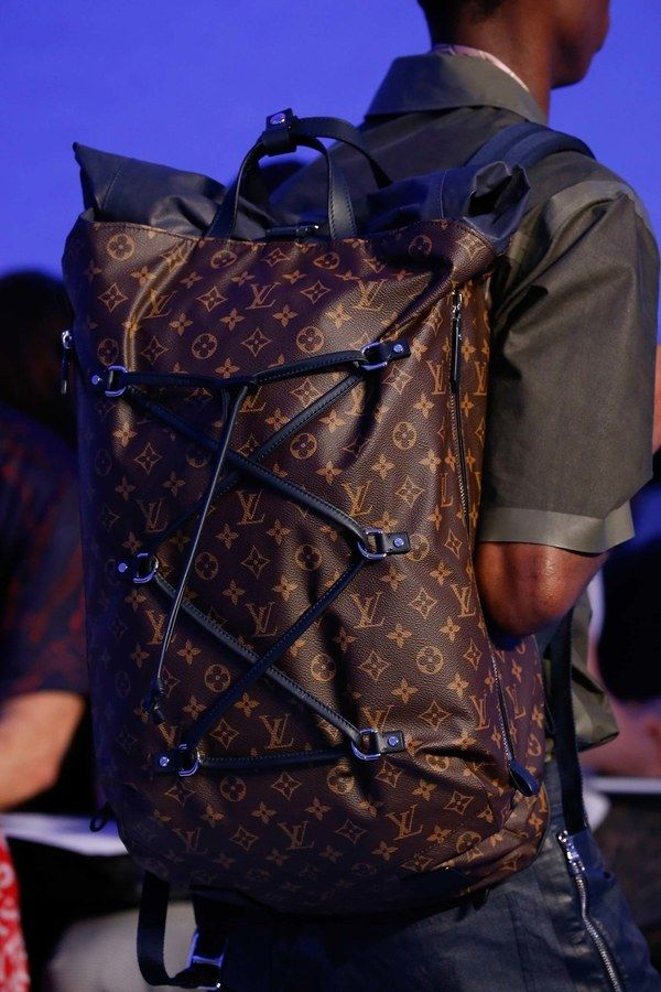 See detail photos for Louis Vuitton Spring 2016 Menswear collection.
