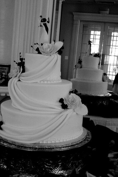 ettores european cakes wedding cakes. Black Bedroom Furniture Sets. Home Design Ideas