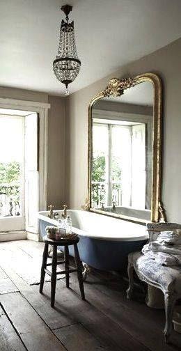 les 25 meilleures id es de la cat gorie salle de bains avec baignoire pattes sur pinterest. Black Bedroom Furniture Sets. Home Design Ideas