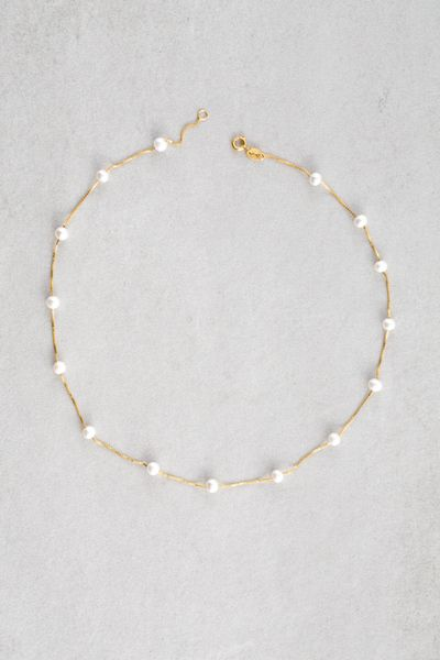 - I have a necklace like this, a go-to for most of my business attire.   Gold pearl strung necklace.