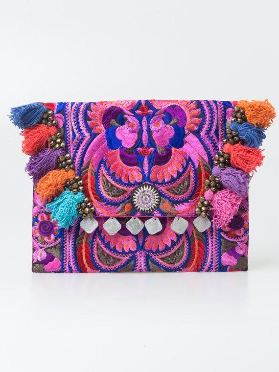 Handgemaakte koppeling Ipad Cover met Hmong geborduurd in roze