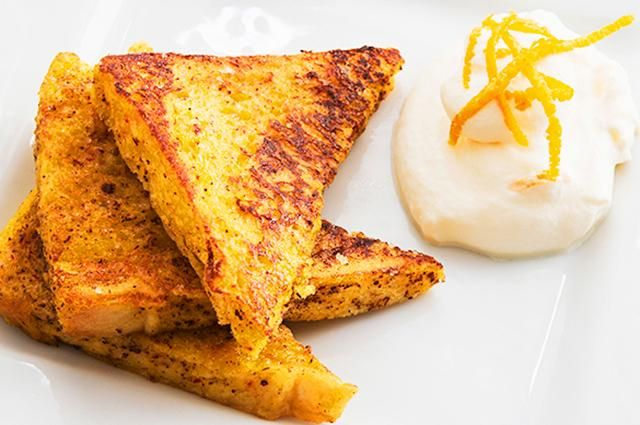 Cinnamon French Toast with Yogurt French: Soak 1 slice of whole-grain bread in an egg. Cook on a non-stick pan for approximately 1 minute on each side, until lightly browned. Sprinkle with cinnamon (or any other favorite spice) and serve with 3/4 cup of yogurt. CALORIES: 266; PROTEIN: 28 grams.