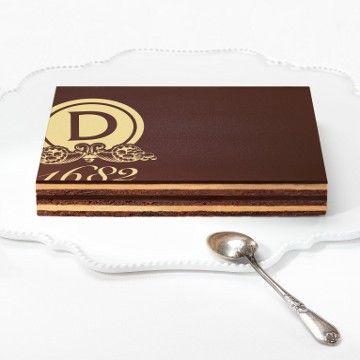 Opéra - Yann Brys - Dalloyau - Biscuit joconde au café, crème au café, ganache au chocolat noir 70% cacao - origine Venezuela. 60 € pour 8 personnes.