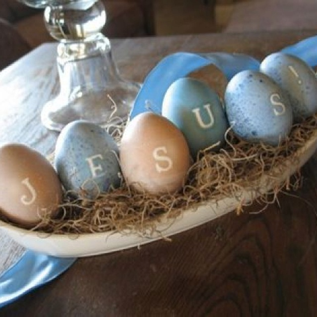 Coloring eggs for Easter to celebrate new life in Jesus is a classic tradition. Jesus Lives!