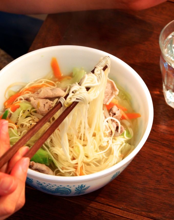 野菜を鶏ガラスープでサッと煮込んで、そうめんをダイレクトインするだけ!「そうめんタンメン」