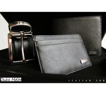 Duke Molto Casse Nero III: %100 deri kaplı ahşap kutu içinde, %100 deriden el yapımı cüzdan, kartlık ve boyu tokadan ayarlanabilir kemerden  oluşan şık bir erkek aksesuar seti. Özel Günleriniz için uzun yıllar kullanılıp sizi sevdiklerinize hatırlatacak class bir hediye seçeneği. Güvenli alışveriş ve ücretsiz kargo avantajıyla Türkiye' nin her yerine 1-3 iş günü teslimat.