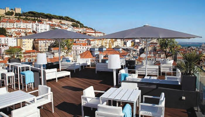 Rooftopterras met stadsuitzicht Lissabon.  http://www.hotel-mundial.pt/nl/