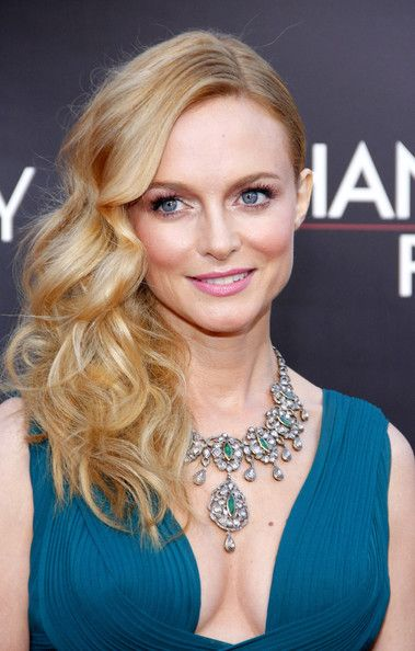 Heather Graham with perfect hair. I think I could replicate this!